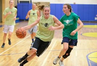 Incredible female dribbiler in basketball game
